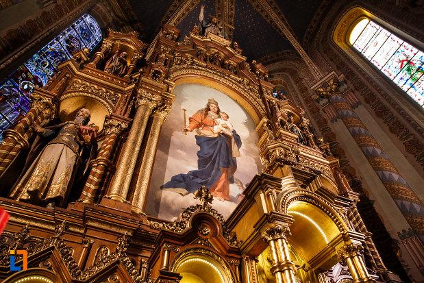 catedrala-romano-catolica-millenium-din-timisoara-judetul-timis-detalii-sculptate.jpg