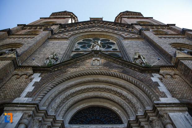 catedrala-romano-catolica-millenium-din-timisoara-judetul-timis-fatada-vazuta-de-jos.jpg