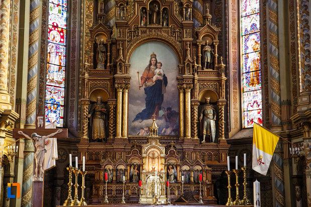 catedrala-romano-catolica-millenium-din-timisoara-judetul-timis-fecioara-maria-cu-iisus.jpg
