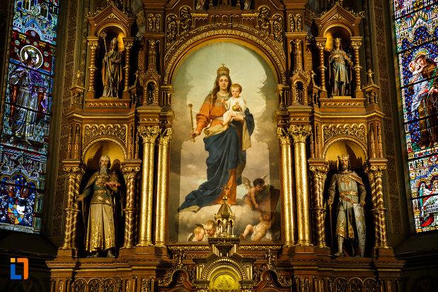 catedrala-romano-catolica-millenium-din-timisoara-judetul-timis-imagine-cu-pictura-murala.jpg