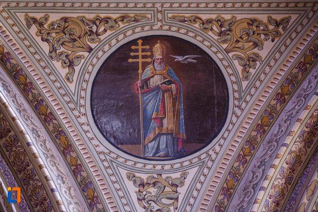 catedrala-romano-catolica-millenium-din-timisoara-judetul-timis-imagine-cu-preot-de-rang-inalt.jpg