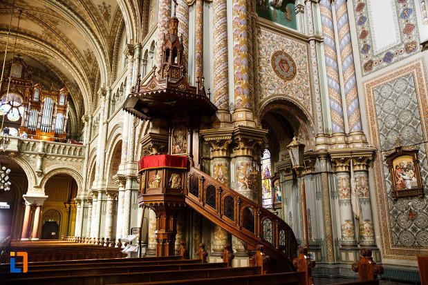 catedrala-romano-catolica-millenium-din-timisoara-judetul-timis-loc-de-predica.jpg