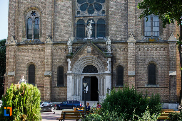 catedrala-romano-catolica-millenium-din-timisoara-judetul-timis-partea-cu-intrarea.jpg