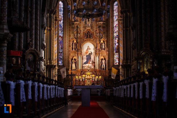 catedrala-romano-catolica-millenium-din-timisoara-judetul-timis-pregatita-de-slujba.jpg