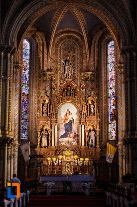 catedrala-romano-catolica-millenium-din-timisoara-judetul-timis-prim-plan-cu-altarul.jpg