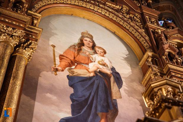 catedrala-romano-catolica-millenium-din-timisoara-judetul-timis-prim-plan-cu-maria-si-pruncul-iisus.jpg