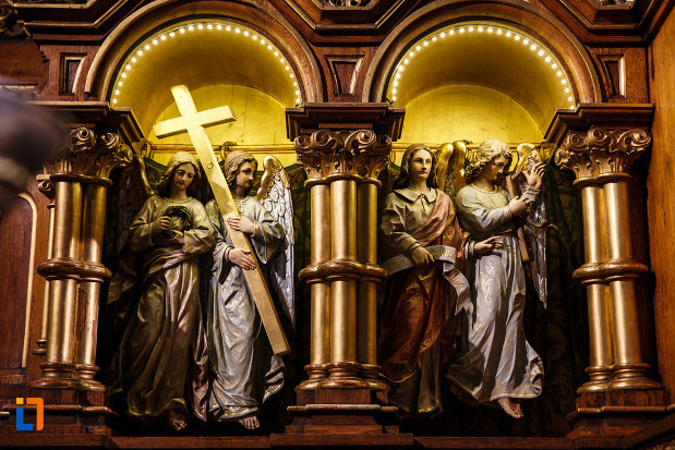 catedrala-romano-catolica-millenium-din-timisoara-judetul-timis-statui-iluminate.jpg