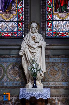 catedrala-romano-catolica-millenium-din-timisoara-judetul-timis-statuia-lui-iisus-hristos.jpg
