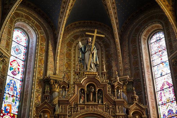 catedrala-romano-catolica-millenium-din-timisoara-judetul-timis-statuia-lui-iisus.jpg