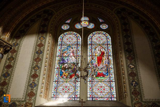 catedrala-romano-catolica-millenium-din-timisoara-judetul-timis-vitralii-cu-motive-biblice.jpg
