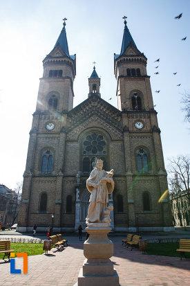 catedrala-romano-catolica-si-statuia-sf-ioan-nepomuc-din-timisoara-judetul-timis.jpg