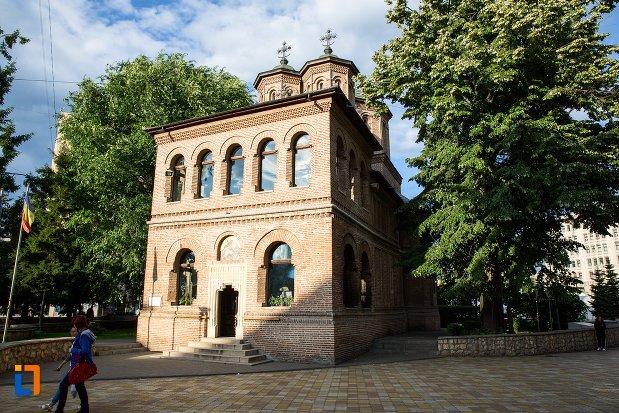 catedrala-sf-gheorghe-din-pitesti-judetul-arges-vazuta-din-spate.jpg