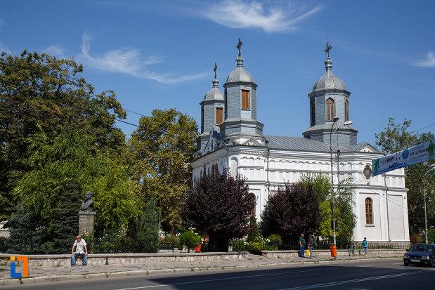 catedrala-sf-ierarh-nicolae-din-tulcea-judetul-tulcea-vazuta-din-lateral.jpg