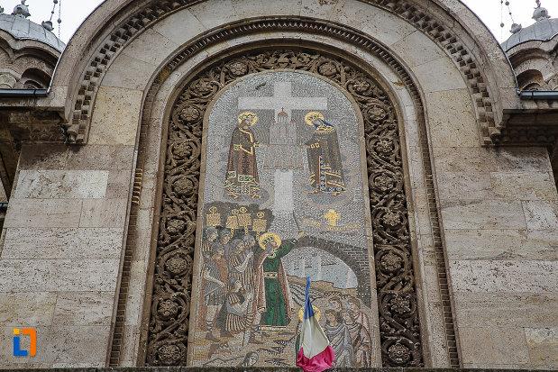 catedrala-sf-imparati-constantin-si-elena-din-hunedoara-judetul-hunedoara-mozaicul-de-pe-fatada.jpg
