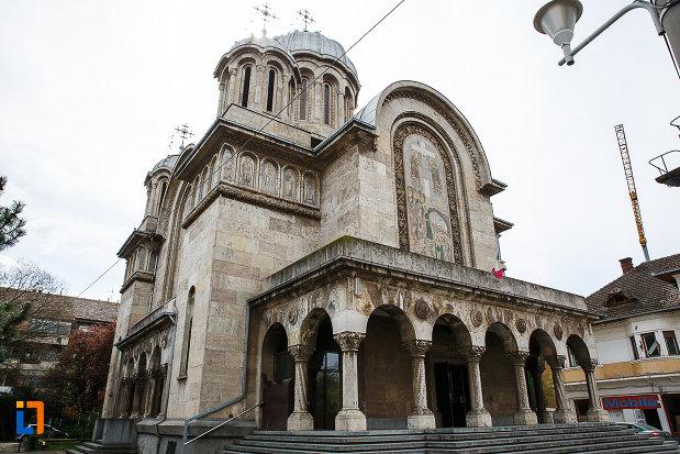 catedrala-sf-imparati-constantin-si-elena-din-hunedoara-judetul-hunedoara.jpg