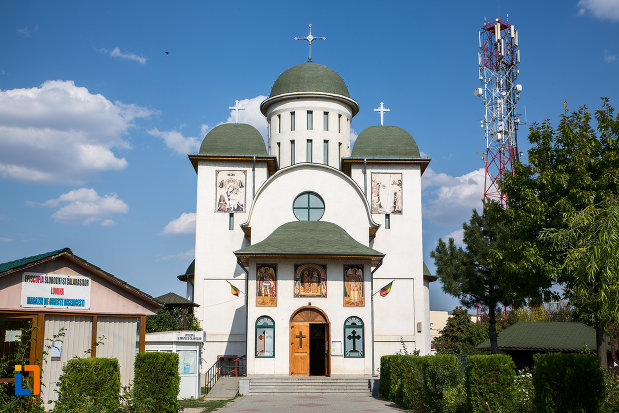 catedrala-sf-imparati-constantin-si-elena-din-urziceni-judetul-ialomita-vazuta-din-fata.jpg