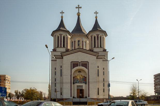 catedralaepiscopala-ortodoxa-invierea-domnului-din-oradea-judetul-bihor.jpg