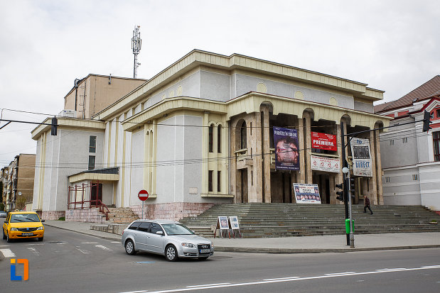 cazinoul-functionarilor-azi-teatrul-i-d-sarbu-din-petrosani-judetul-hunedoara-aflat-la-intersectie-de-drumuri.jpg