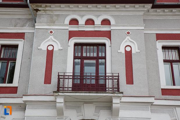 cazinoul-functionarilor-azi-teatrul-i-d-sarbu-din-petrosani-judetul-hunedoara-prim-plan-cu-un-balcon.jpg