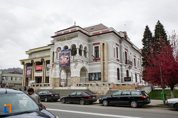 cazinoul-functionarilor-azi-teatrul-i-d-sarbu-din-petrosani-judetul-hunedoara-vazut-din-lateral.jpg