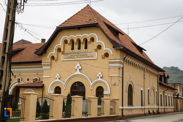 cazinoul-muncitoresc-din-petrosani-judetul-hunedoara-vazut-din-strada.jpg