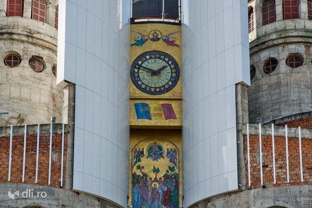 ceas-de-la-catedrala-ortodoxa-sfanta-vineri-din-zalau-judetul-salaj.jpg
