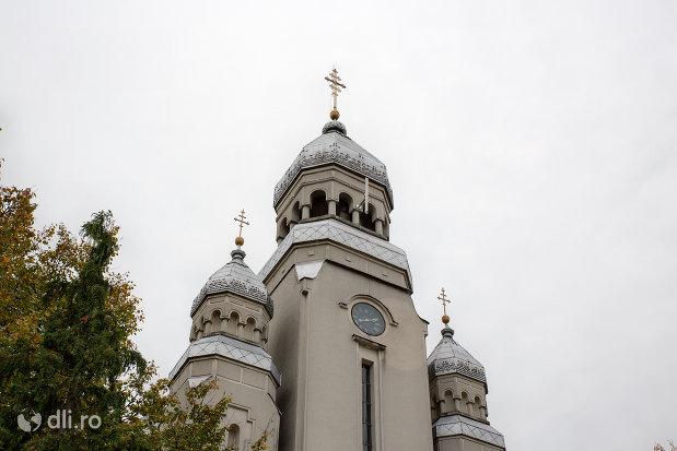 ceas-si-turnuri-de-la-biserica-sfanta-treime-din-ardusat-judetul-maramures.jpg