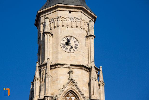 ceasul-din-turnul-de-la-biserica-sfantul-mihail-din-cluj-napoca-judetul-cluj.jpg