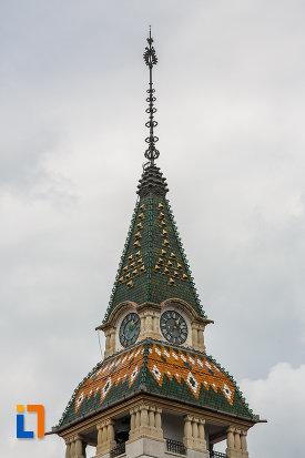 ceasurile-de-pe-fosta-primarie-a-municipiului-azi-prefectura-din-targu-mures-judetul-mures.jpg