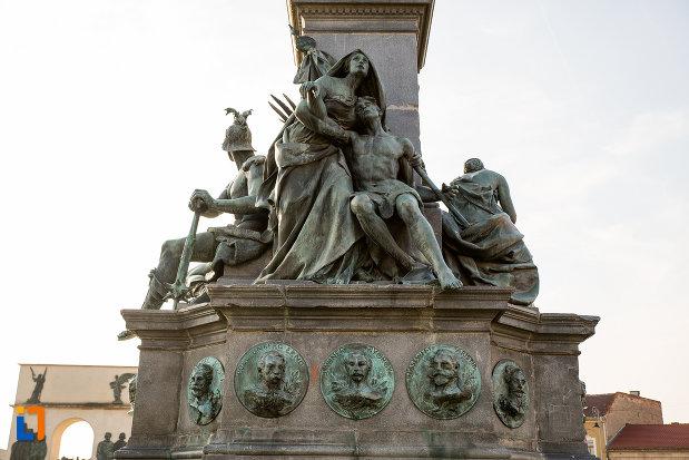 cei-13-generali-de-la-monumentul-libertatii-din-arad-judetul-arad.jpg