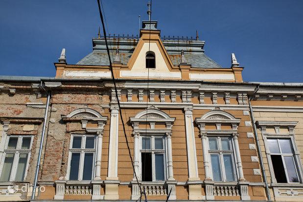 centrul-cultural-judetean-biblioteca-judeteana-gheorghe-sincai-din-oradea-judetul-bihor.jpg