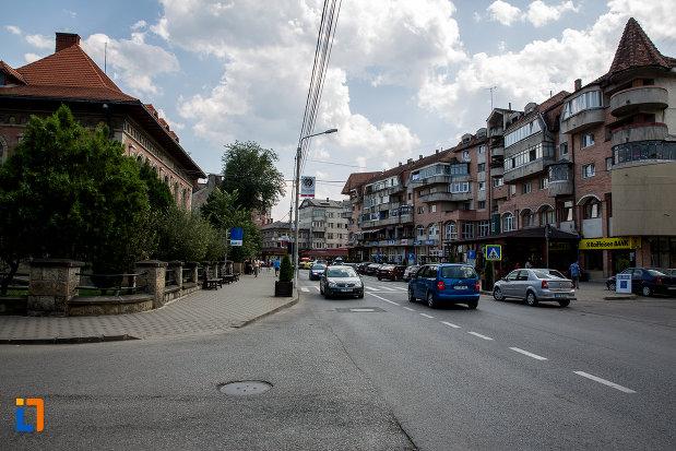 centrul-din-orasul-campulung-moldovenesc-judetul-suceava.jpg