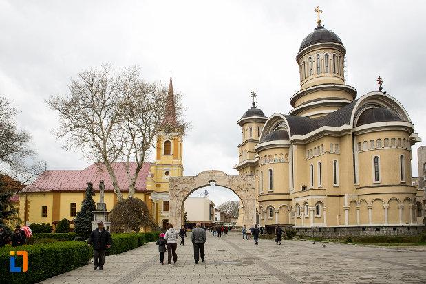 centrul-istoric-din-orasul-caransebes-judetul-caras-severin.jpg