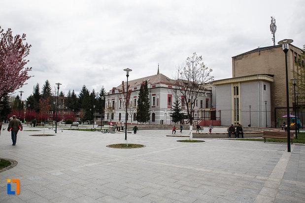 centrul-istoric-din-petrosani-judetul-hunedoara-2.jpg