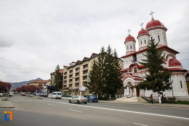 centrul-istoric-din-petrosani-judetul-hunedoara.jpg