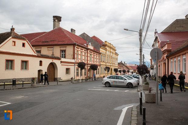 centrul-istoric-din-zarnesti-judetul-brasov.jpg