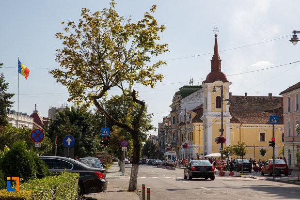 centrul-orasului-cu-turnul-clopotnita-al-fostei-manastiri-franciscane-1820-din-targu-mures-judetul-mures.jpg