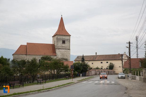 centrul-orasului-si-biserica-evanghelica-1280-din-avrig-judetul-sibiu.jpg