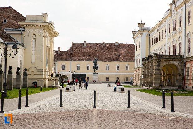 centrul-vechi-din-orasul-alba-iulia-judetul-alba.jpg