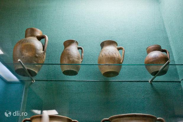 ceramica-veche-muzeul-etnografic-al-maramuresului-din-sighetu-marmatiei-judetul-maramures.jpg