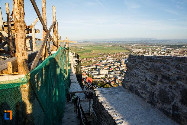 cetatea-din-deva-judetul-hunedoara-panorama-cu-orasul.jpg