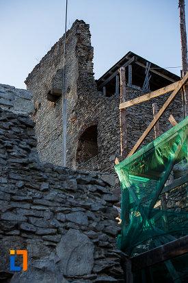 cetatea-din-deva-judetul-hunedoara-perete-din-piatra.jpg