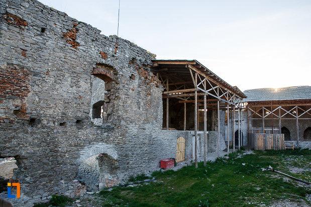 cetatea-din-deva-judetul-hunedoara-restaurata-partial.jpg