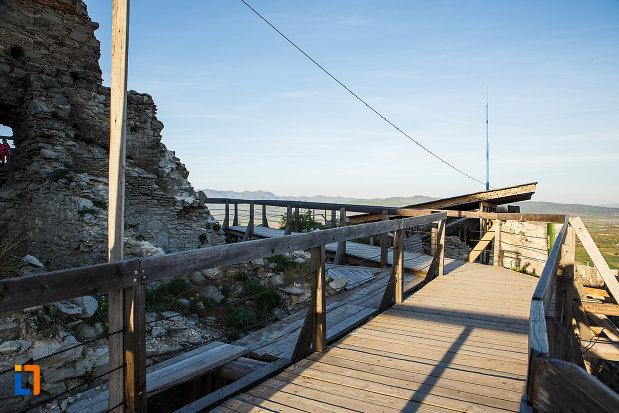 cetatea-din-deva-judetul-hunedoara-schele-din-lemn-pentru-acces-si-lucrari-de-restaurare.jpg