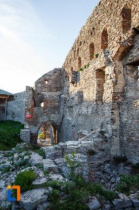 cetatea-din-deva-judetul-hunedoara-una-din-caile-de-acces.jpg
