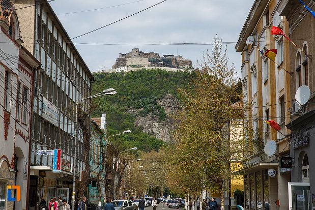 cetatea-din-deva-judetul-hunedoara-vazuta-din-oras.jpg
