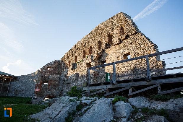 cetatea-din-deva-judetul-hunedoara-zid-de-aparare-aflat-in-curs-de-degradare.jpg
