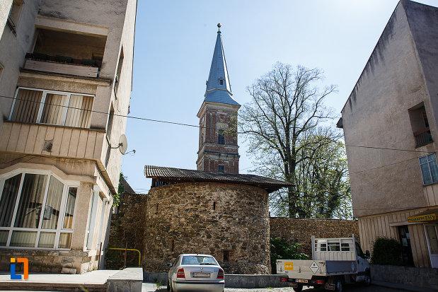 cetatea-din-orastie-judetul-hunedoara-imagine-cu-turnul-de-aparare.jpg