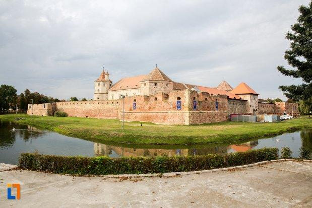 cetatea-fagaras-judetul-brasov.jpg