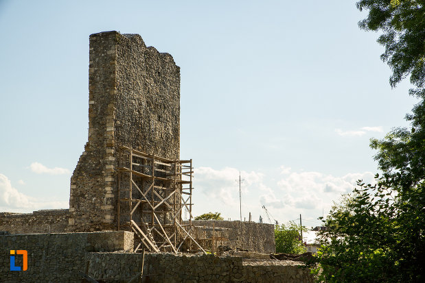 cetatea-medievala-a-severinului-din-drobeta-turnu-severin-judetul-mehedinti-in-renovare.jpg